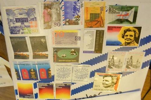 Postzegels wegwerken Foto Koos Dijksterhuis  7085 (Custom)